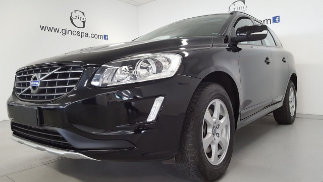 VOLVO XC60 D4 Kinetic Immagine 1