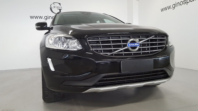 VOLVO XC60 D4 Kinetic Immagine 2