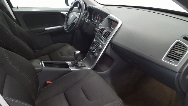 VOLVO XC60 D4 Kinetic Immagine 3