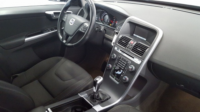 VOLVO XC60 D4 Kinetic Immagine 4