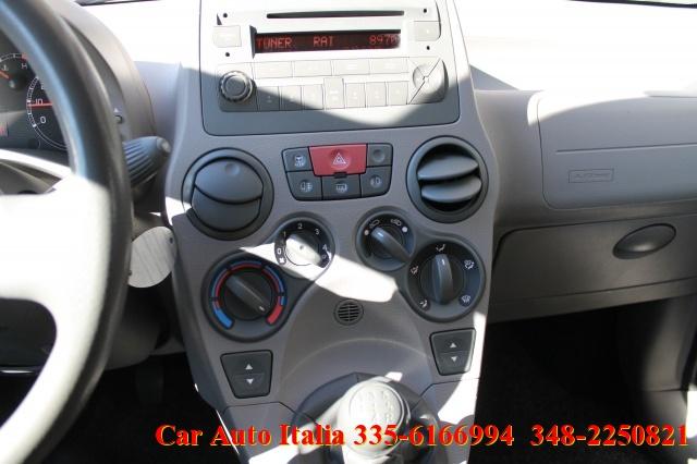 FIAT Panda 1.2 4x4 OTTIME CONDIZIONI CERCHI CLIMA RADIO CD Immagine 4