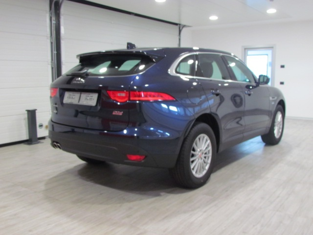 JAGUAR F-Pace 2.0d AWD PURE 180 CV AUTOMATICO MODEL YEARS 2016 Immagine 2