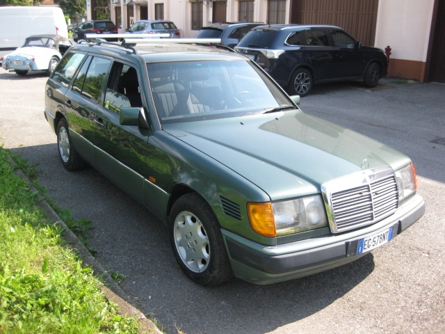 MERCEDES-BENZ 250 TD diesel Cat Station Wagon CONSERVATO ISCR. ASI Immagine 2