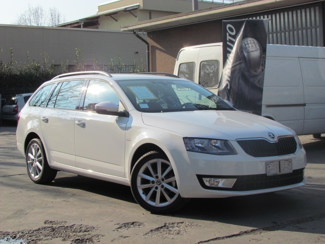 SKODA Octavia Wagon 1.6 TDI DSG Executive 110 CV MY '17 Immagine 2