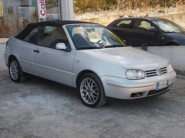 VOLKSWAGEN Golf Cabriolet 1.6/101 CV cat 3p. Highline Immagine 1