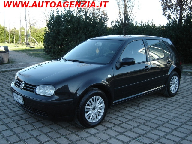 VOLKSWAGEN Golf Nero metallizzato