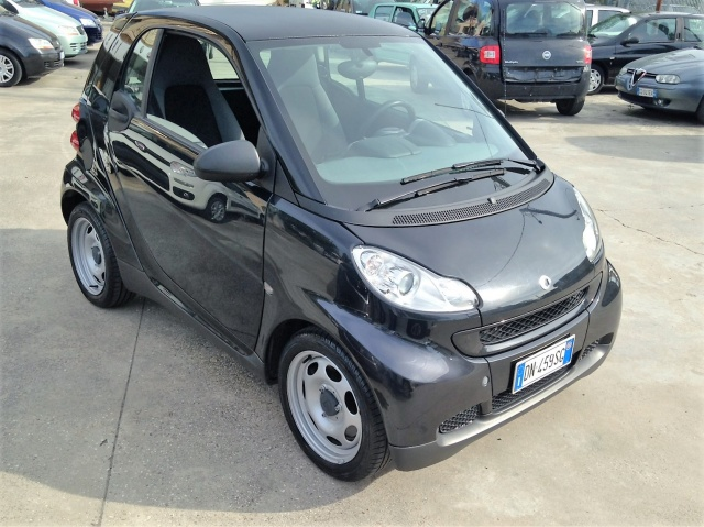 SMART ForTwo 1000 45 kW coupé pure Immagine 1