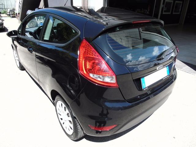 FORD Fiesta 1.2 82 CV 3 porte POCHI KM Immagine 4
