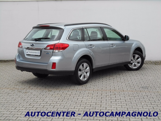 SUBARU OUTBACK 2.0D Trend Limited *FULL* Immagine 3