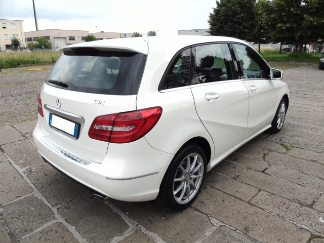 MERCEDES-BENZ B 200 CDI 136 CV PREMIUM BlueEFFICIENCY Immagine 1