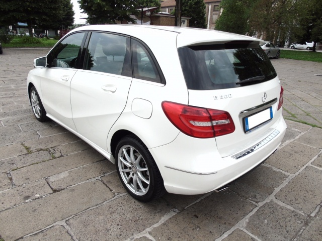 MERCEDES-BENZ B 200 CDI 136 CV PREMIUM BlueEFFICIENCY Immagine 3