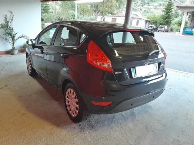 FORD Fiesta + 1.4 TDCi 68 CV 5p. Immagine 3