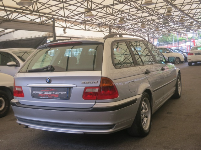 BMW 320 d turbodiesel automaticoTouring Immagine 1