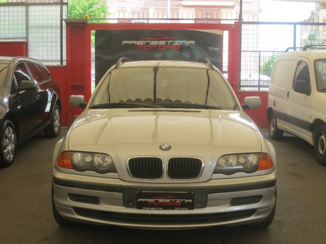 BMW 320 d turbodiesel automaticoTouring Immagine 4