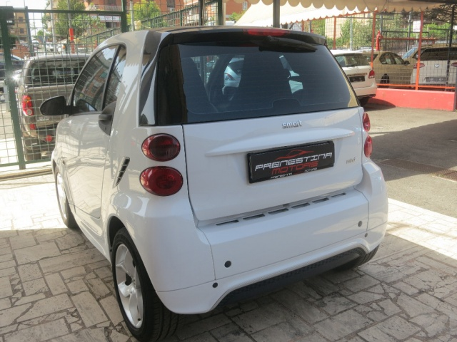SMART ForTwo 1000 52 kW MHD coupé pulse Immagine 1