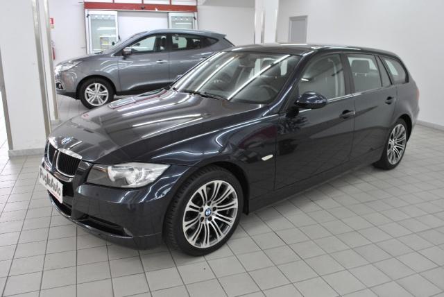 BMW 318 d Touring Attiva Immagine 1