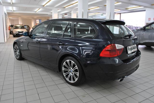 BMW 318 d Touring Attiva Immagine 2