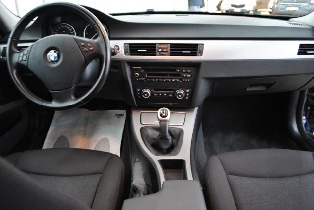 BMW 318 d Touring Attiva Immagine 3