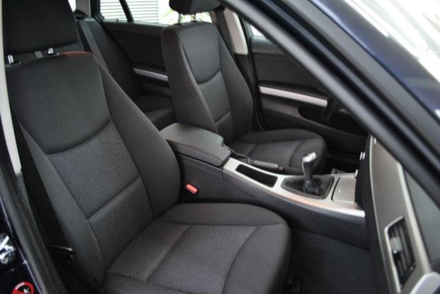 BMW 318 d Touring Attiva Immagine 4