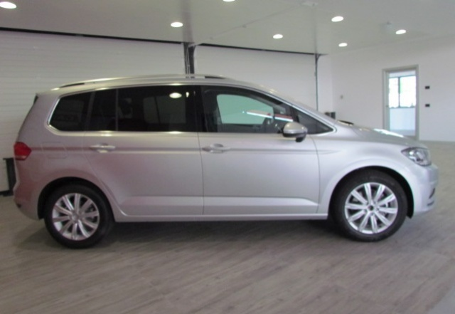 VOLKSWAGEN Touran 1.6 TDI DSG Executive BlueMotion Technology 110CV Immagine 3