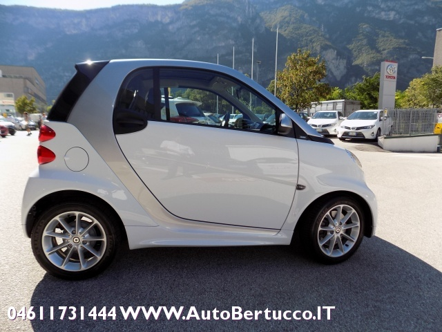 SMART ForTwo 1000 52 kW MHD passion Immagine 4