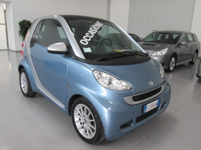 SMART ForTwo 1000 52 kW MHD coupé passion Immagine 2