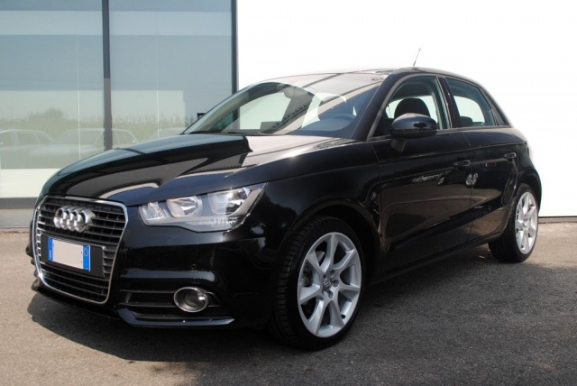 AUDI A1 SPB 1.6 TDI 105 CV Attraction Immagine 0