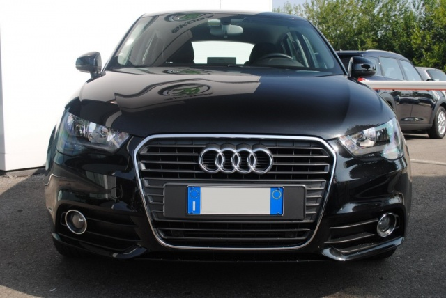 AUDI A1 SPB 1.6 TDI 105 CV Attraction Immagine 1