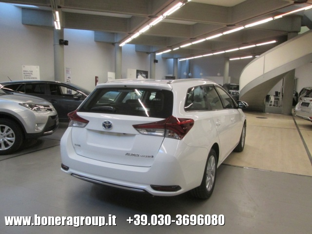 TOYOTA Auris Touring Sports 1.8 Hybrid Active MY15 Immagine 2