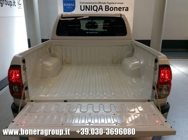 TOYOTA Hilux 2.4 D-4D 2WD Double Cab Lounge MY16 Immagine 4