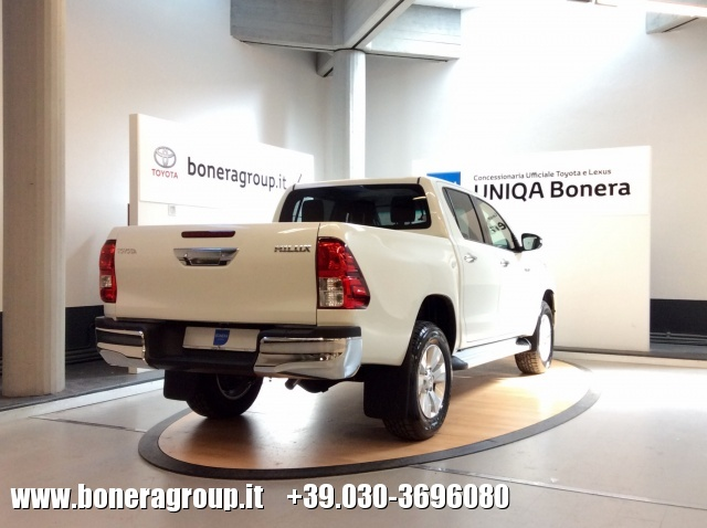 TOYOTA Hilux 2.4 D-4D 2WD Double Cab Lounge MY16 Immagine 3