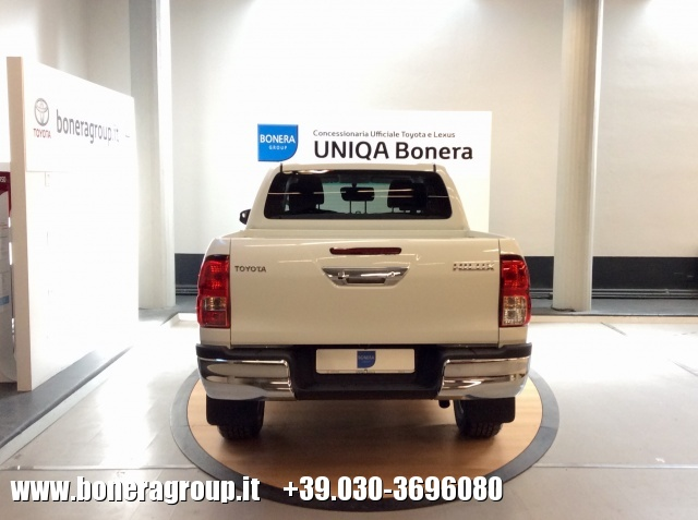 TOYOTA Hilux 2.4 D-4D 2WD Double Cab Lounge MY16 Immagine 2