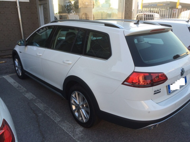 VOLKSWAGEN Golf Variant Alltrack 2.0 TDI 4MOTION Executive BMT Immagine 2