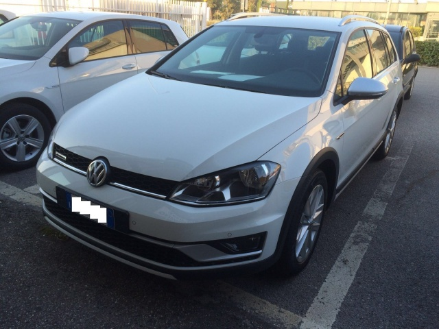VOLKSWAGEN Golf Variant Alltrack 2.0 TDI 4MOTION Executive BMT Immagine 3