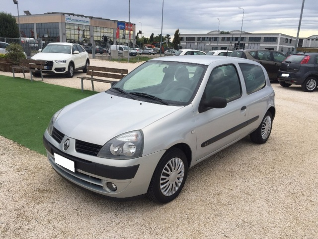 RENAULT Clio 1.2 Confort Authentique ANCHE PER NEOPATENTATI Immagine 0