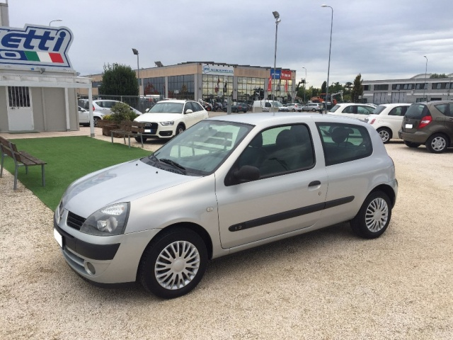 RENAULT Clio 1.2 Confort Authentique ANCHE PER NEOPATENTATI Immagine 1