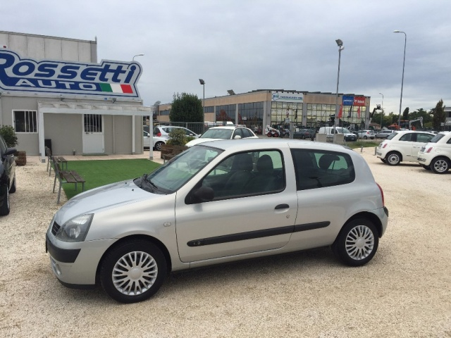RENAULT Clio 1.2 Confort Authentique ANCHE PER NEOPATENTATI Immagine 2