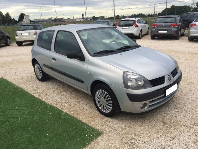 RENAULT Clio 1.2 Confort Authentique ANCHE PER NEOPATENTATI Immagine 3