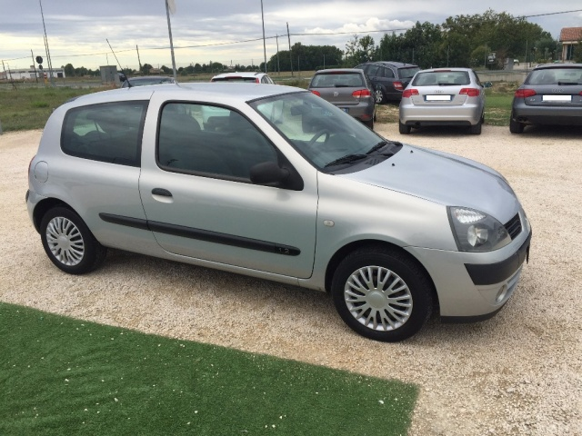 RENAULT Clio 1.2 Confort Authentique ANCHE PER NEOPATENTATI Immagine 4