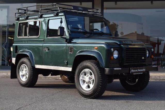 LAND ROVER Defender 90 2.4 TD4 Station Wagon Immagine 1