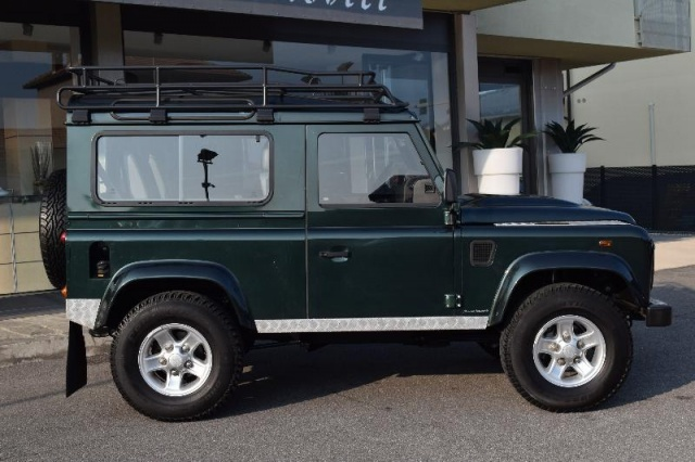 LAND ROVER Defender 90 2.4 TD4 Station Wagon Immagine 3
