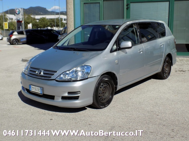 TOYOTA Avensis Verso 2.0 D-4D Immagine 0