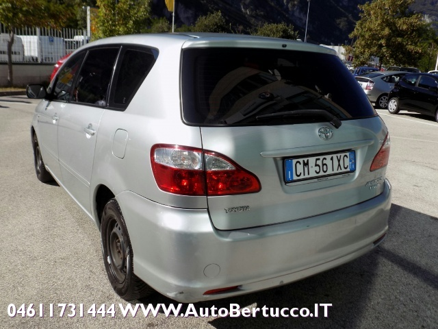 TOYOTA Avensis Verso 2.0 D-4D Immagine 2