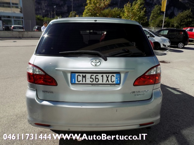 TOYOTA Avensis Verso 2.0 D-4D Immagine 3