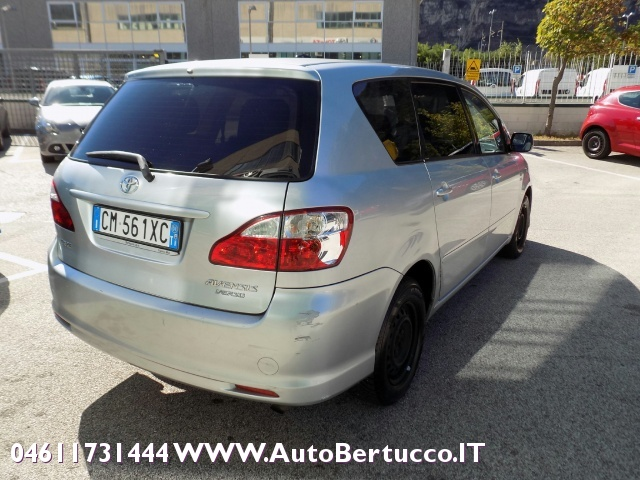 TOYOTA Avensis Verso 2.0 D-4D Immagine 4