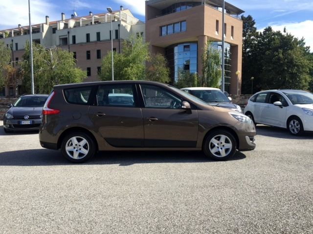 RENAULT Scenic GRAND SCENIC 7 POSTI, 1.5 DCI NAVI, FULL OPTIONAL Immagine 2