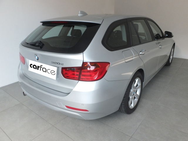 BMW 320 D Touring - AUTOMATICO-NAVI-PDC Immagine 1