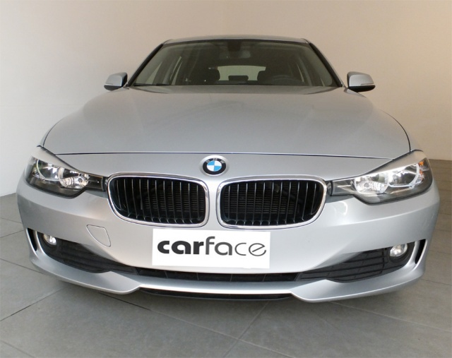 BMW 320 D Touring - AUTOMATICO-NAVI-PDC Immagine 2