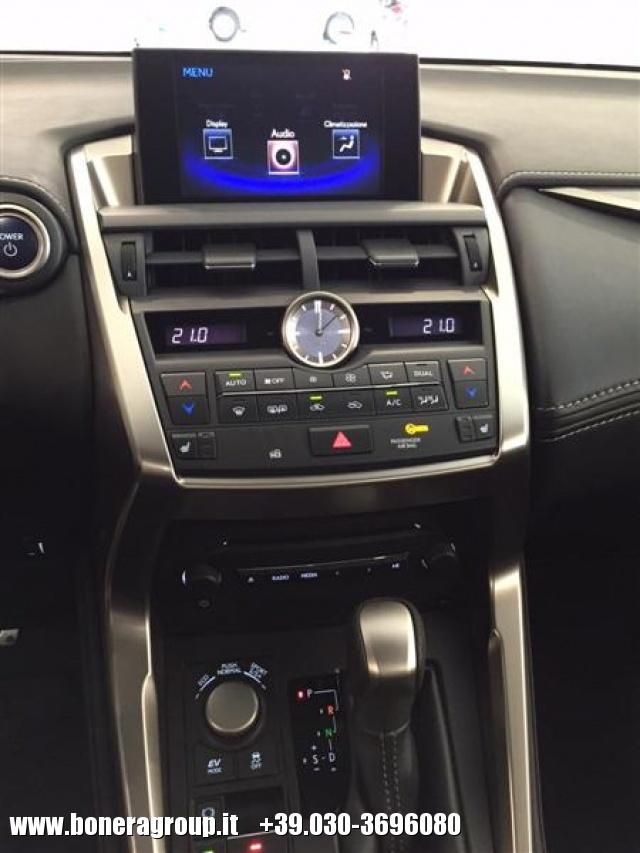 LEXUS NX 300h Hybrid 4WD FSport Immagine 3