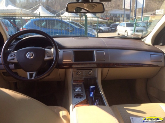 JAGUAR XF 3.0 DS V6 Premium Luxury Immagine 4